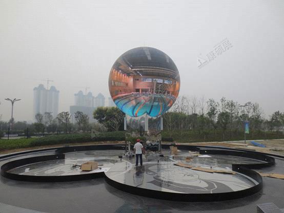 康硕展全球首款全彩户外球形LED显示屏照亮 济宁眼