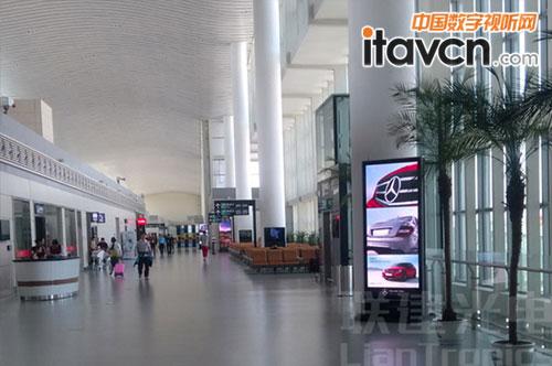 小间距LED显示屏覆盖兰州机场T2航站楼-联建光电小间距LED屏覆盖图片