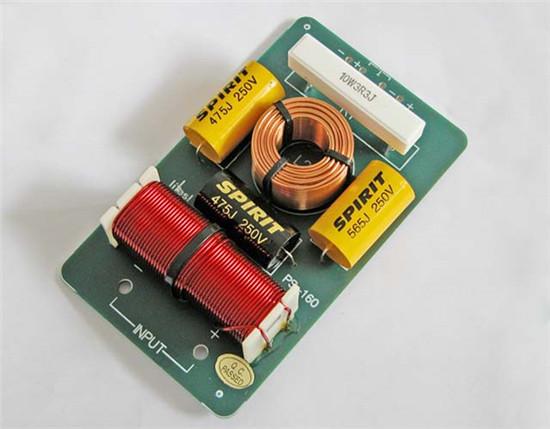 从电路结构来看,分频器本质上是由电容器和电感线圈构成的lc滤波
